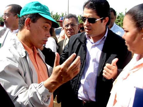 El-diputado-Noe-Camacho-conversa--con-el-procurador-general-de-la-Republica