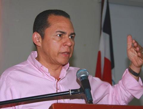 Diputado-Remberto-Cruz-ofrece-bienvenida